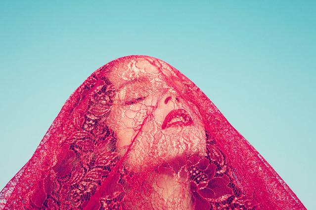 * Venetian Goddess – Anna de Rijk is a sensuous vision for the winter edition of TAR Magazine, lensed by Sofia Sanchez and Mauro Mongiello. Wearing an autumn-winter  sinanna_de_rijk4