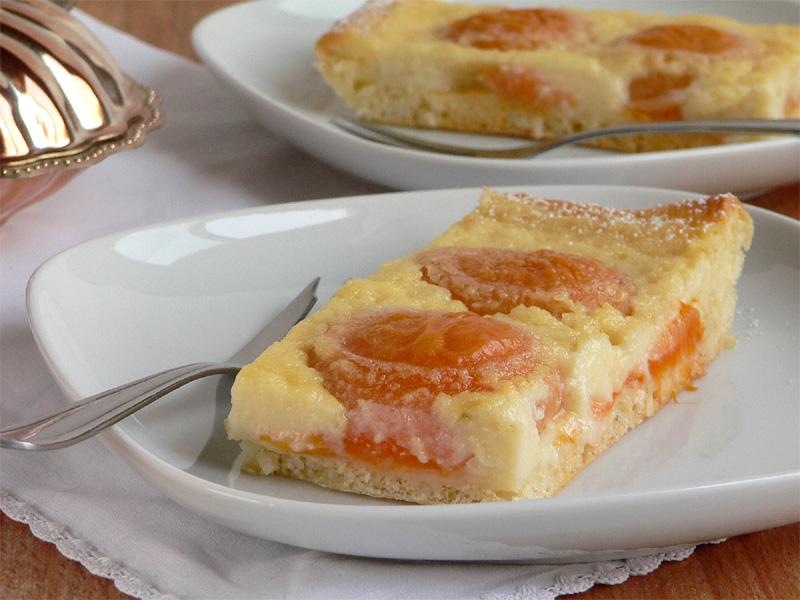Aprikosenkuchen mit Kokos-Limetten-Guss