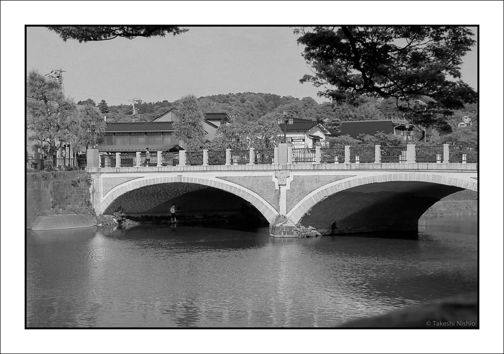 橋の下の釣り人 / Fisherman under a bridge