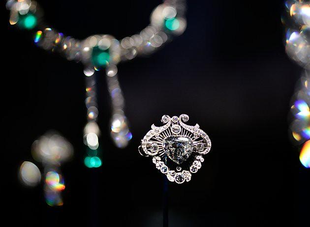 press-preview-diamonds-exhibition-buckingham-20120628-163448-455