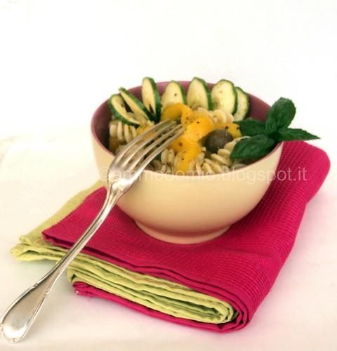Insalata di pasta peperoni e zucchine (1)