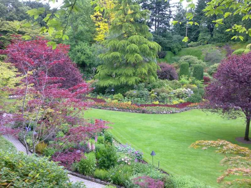 Jardineros en acci n jardines butchart jardines para - Jardines en pendiente ...