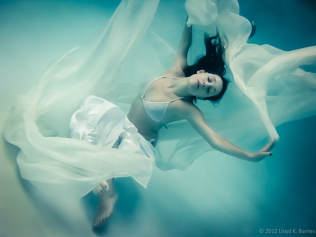 7662864454 7898070b8e z Shooting Portraits Underwater Can Create Beautiful Results