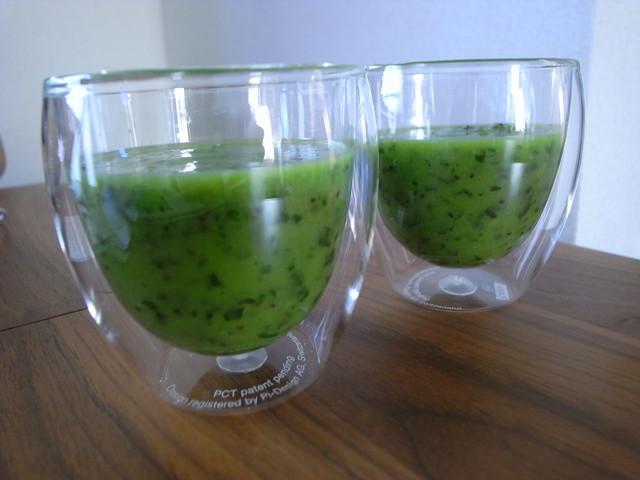 ほうれん草とバナナとキウイのグリーンジュース.JPG
