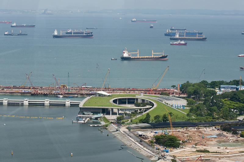 Корабли в море около Сингапура