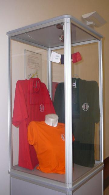 Současná propagační trička Fakulty sociálních studií. Autor: Adéla Procházková