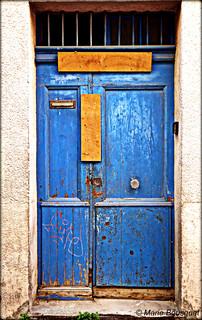 Porte bleue condamnée