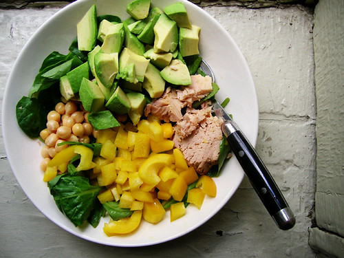 green salad with tuna, chickpeas, avocado, and yellow bell pepper