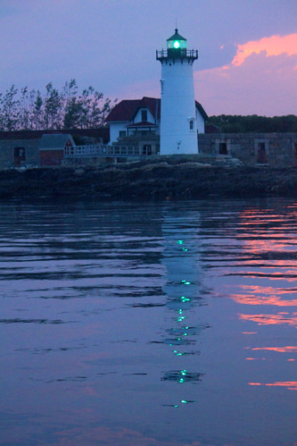 Portsmouth Harbor Lighthouse at sunset by nelights