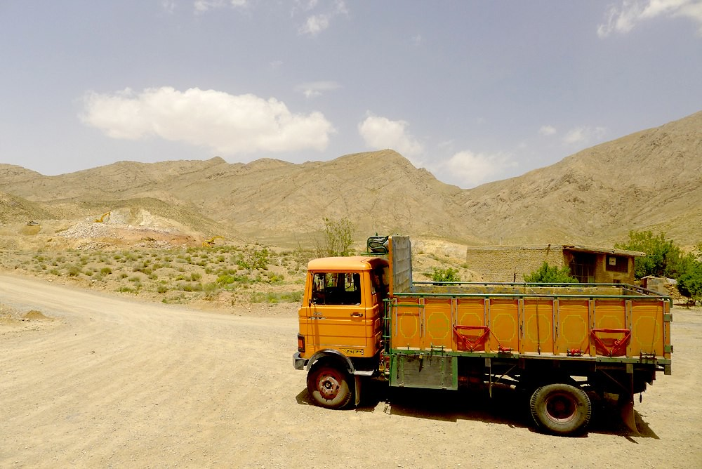 yazd-shiraz-L1020904