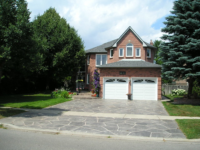 typical detached home in Credit Pointe