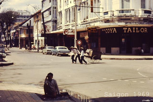 Saigon 1969 - Ngã tư Tự Do-Ngô Đức Kế và ngã ba Tự Do-Hồ Huấn Nghiệp ở phía xa