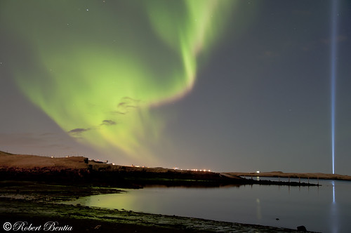 Northern lighs (aurora borealis) and John Lennon – IMAGINE PEACE TOWER – Yoko Ono (Videy Iceland)