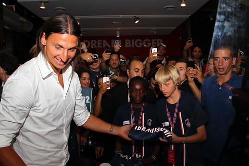 Remise de maillot par Zlatan Ibrahimovic à quatre enfants yvelinois