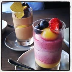 Dessert i form av mousse. Skogsbär, choklad. Och kaffe till, förstås.