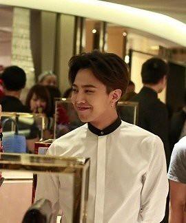 G-Dragon_HarveyNichols-COLOMBO_VIA_DELLA_SPIGA-HongKong-20140806 (36)