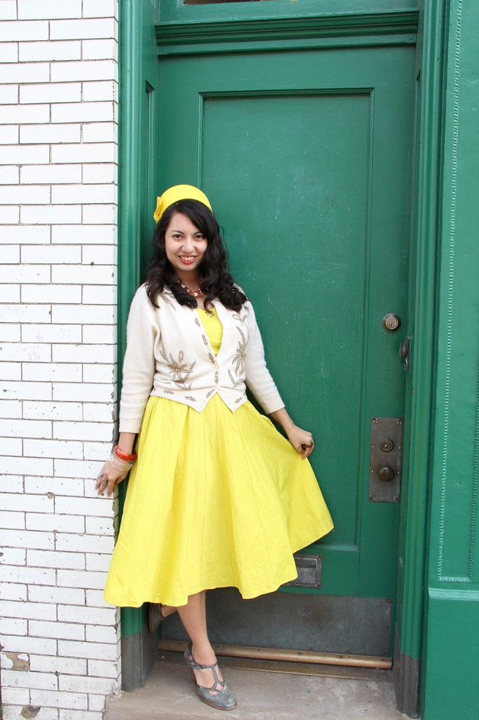 thriftaholic_yellowdress_greendoor