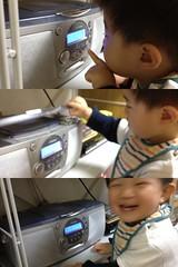 CDラジカセをいじるとらちゃん(2012/4/27)