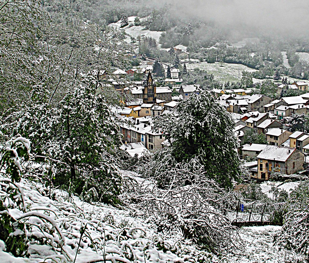 neige au sol à Seix en Ariège dans les Pyrénées, le 4 mai 2010 météopassion
