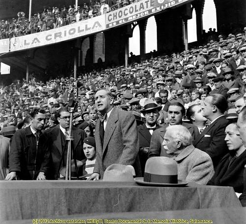 Barcelona, 12 de noviembre de 1933, meeting de Esquerra Republicana de Catalunya en la plaza de toros La Monumental. by Octavi Centelles