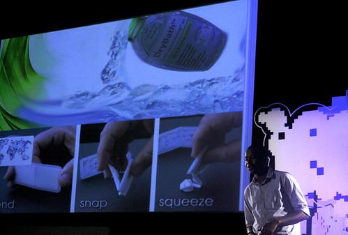 使用「乾洗澡」每次可省下4升的水。(圖片來源:TEDxSoweto)