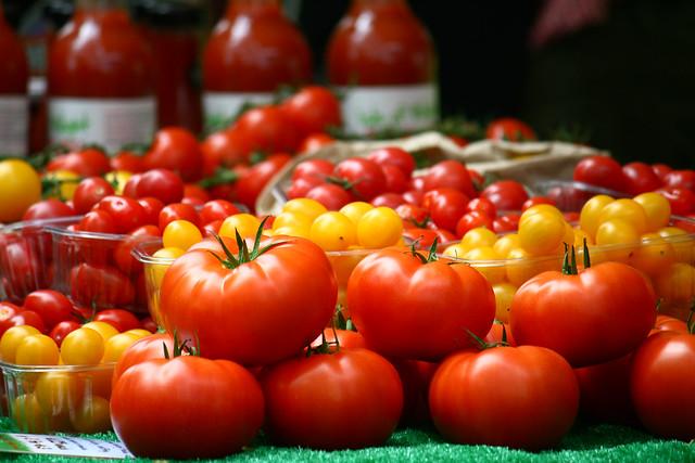 market - tomatoes2