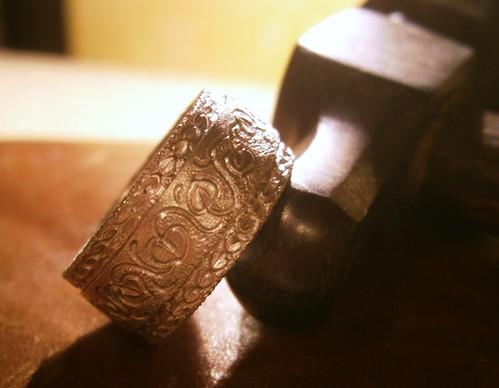 Anello cesellato a mano design Orlando Silver Italy- Hand engraved ring silver design Orlando Silver Italy