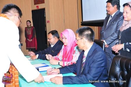 Acara menandatangani perjanjian antara pengurus stesen Nasionalfm dan Klasik Nasional dengan pihak penaja