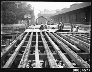 Building decks on a wharf near Potts Point, 1890-1930