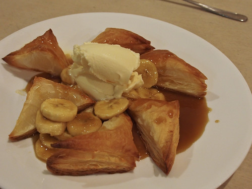 Caramel banana puff pastry triangles and ice cream