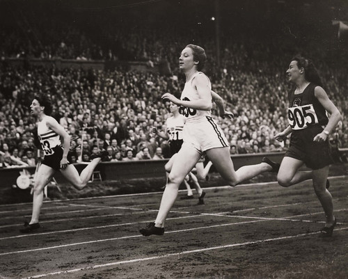History of olympic sportswear v is for vintage semi finals of the womens 200 metres at the olympic games london 1948 freerunsca Image collections