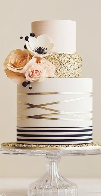 Golden Elegant Cake by De la Creme Creative Studio