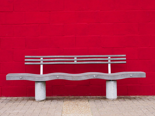 Red Wall Wavy Seat