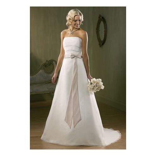 Bow Tie Sash A-line Strapless Organza And Satin Wedding Dress