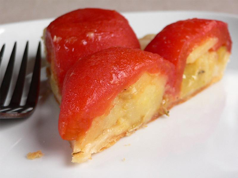Tarte Tatin mit gefüllten Tomaten
