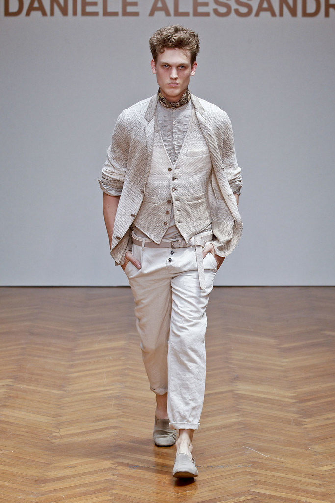 SS13 Milan Daniele Alessandrini012_Alex Treutel(fashionising.com)
