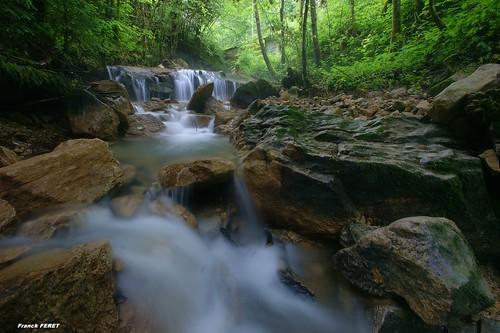 de anne sainte et cascade sous nans vaux comté franche bief cascadelle