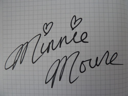 ミニーちゃんのサイン