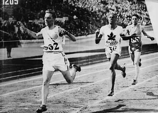Phil Edwards of Canada (centre) competing in the men's 800 metres race during the IX Summer Olympic Games, 1928 / Phil Edwards (au centre), du Canada, à l'épreuve du 800 mètres hommes, aux iXe Jeux Olympiques d'été, 1928