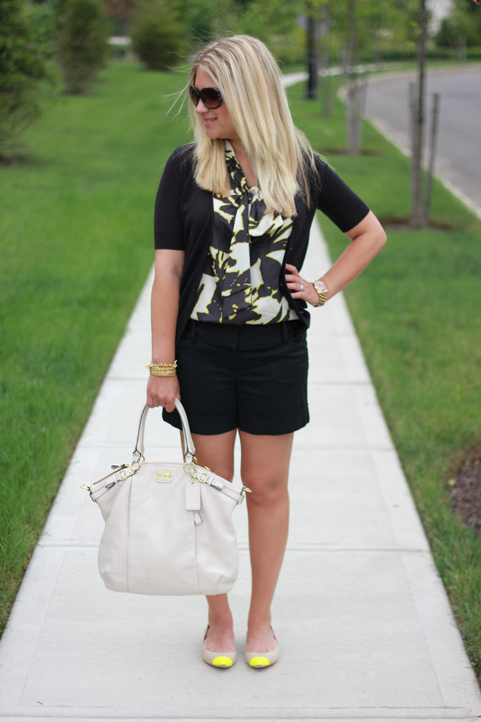 Black and Yellow Summer Outfit