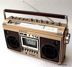 portable media player(0.0), multimedia(0.0), electronic instrument(0.0), communication device(1.0), radio(1.0), font(1.0), electronics(1.0), media player(1.0),