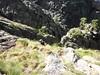 Trace cairnée de Tana di l'Orsu : Eckard rejoint la trace après la traversée des dalles et du couloir