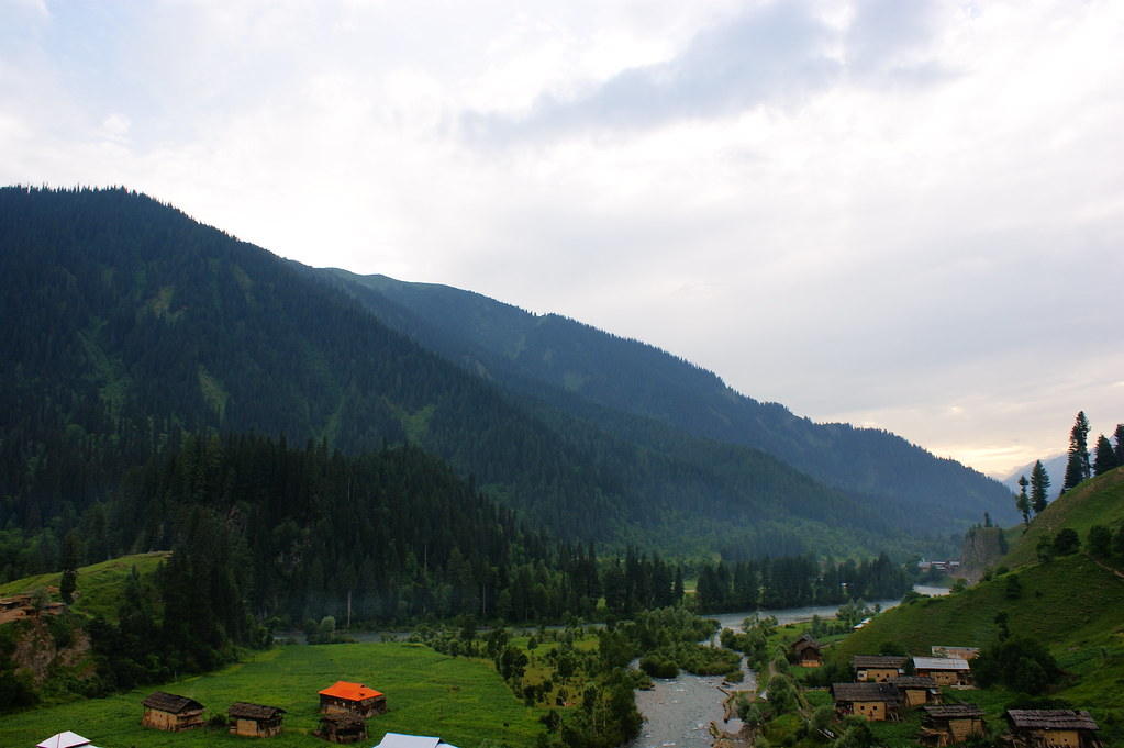 "MJC Summer 2012 Excursion to Neelum Valley with the great ""LIBRA"" and Co - 7596241754 83b44c6ab9 b"
