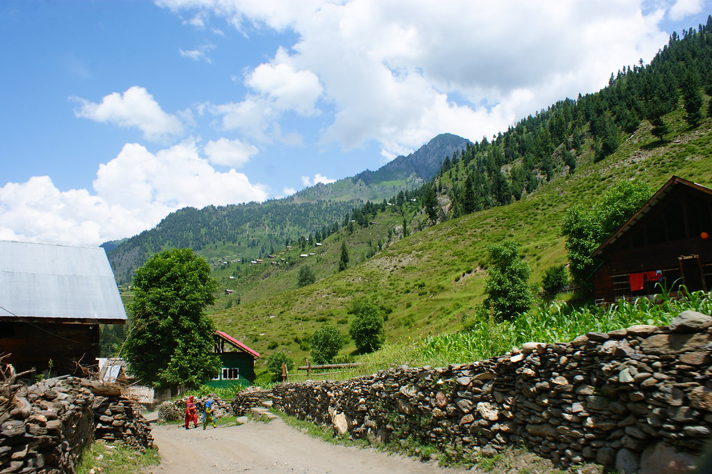 """MJC Summer 2012 Excursion to Neelum Valley with the great """"LIBRA"""" and Co - 7608682158 c9dba21f88 b"""