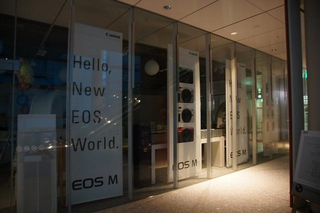 ミラーレスカメラ EOS M広告