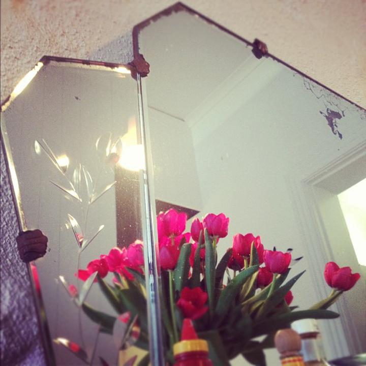 laneway_esme instagram vintage deco mirror cafe tulips melbourne cheerio