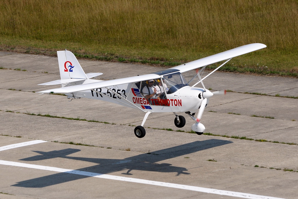 Fly-in @ Floreni - Mitingul cailor putere - Poze 7677966610_fe0959bf58_o