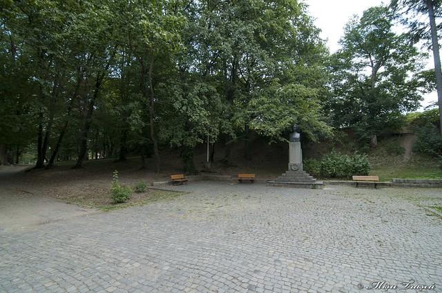 Statuie Eminescu - Parcul sub Arini