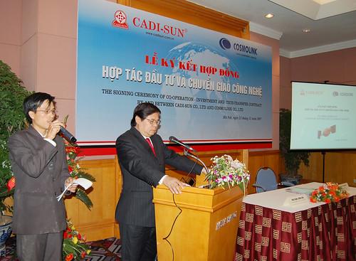 mr Thọ phiên dịch hội thảo cho thứ trưởng Bộ công thương