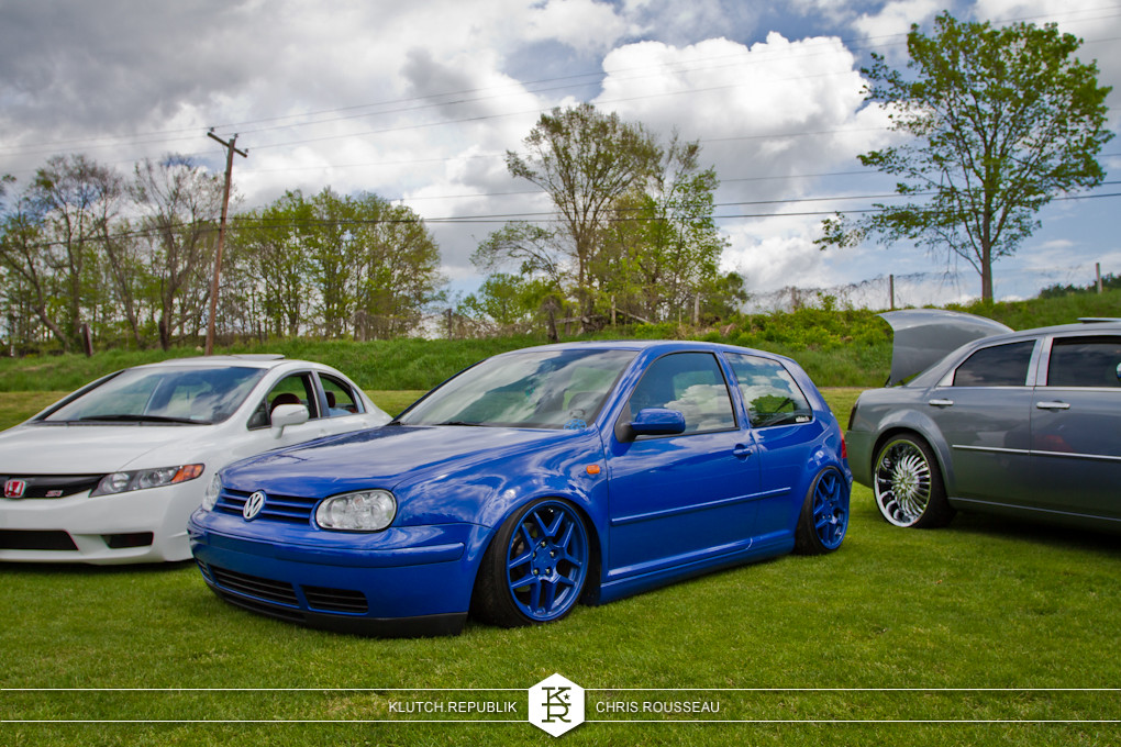 blue mk4 golf on airride at staggered 2012